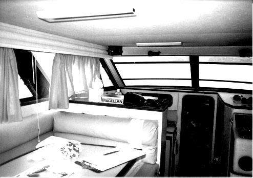 Chris Craft  320 - Interior